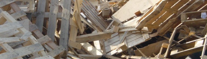 Direct een houtafval container huren